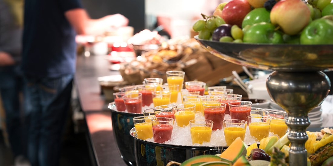 Smoothies og frokostbuffet